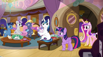 Twilight and Cadance return to Sparkle family cabin S7E22
