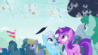 Ponies see floating leaf S4E16