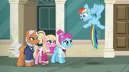 S06E09 Rainbow organizuje wyścig