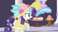 Rarity sneaking out S2E9
