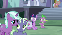Twilight notices ponies noticing her S9E5