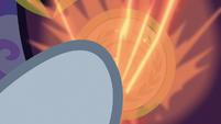 Neighsay powering up his medallion S8E25