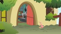 Philomena escapes S01E22
