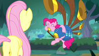 Pinkie continues playing the yovidaphone S8E18