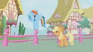 S01E04 Rainbow tłumaczy Applejack, co chce zrobić