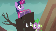S06E05 Twilight, Rarity i Spike patrzą na Ember