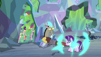 Starlight reappears near her caged friends S9E25