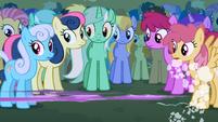 Twilight zooms past Lyra S1E6