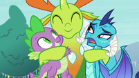 Ember still uncomfortable with hugs S7E15
