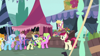 Flower trio continues selling flowers to ponies S7E19