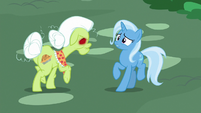 Granny Smith menacing Trixie S7E2