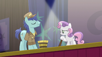 Janitor pony and Sweetie Belle on stage S5E4