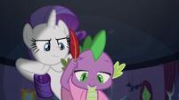 Spike ignoring Rarity's presence S9E19