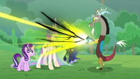 Discord giving magic to the princesses S9E25