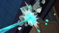 Nightmare Moon destroying a statue S4E02
