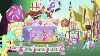 Pinkie and Cakes hold a museum unveiling MLPS5
