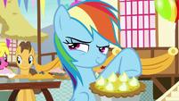 Rainbow Dash smirking impishly S7E23