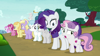 Sweetie Belle wants to check up on her friends S7E6