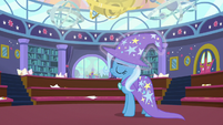 Trixie putting her hat back on S8E15