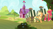 Applejack waving S4E17