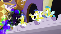One royal guard's horn is destroyed S9E2