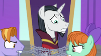 Students chaining up Neighsay S8E26
