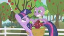 Twilight frowning at Spike S01E03