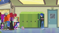 Twilight struggling out of the crowd EG