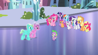 Crystal Ponies approaching Spike S4E24