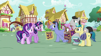"""Out of Town Pony """"all the way from Fillydelphia"""" S7E14"""