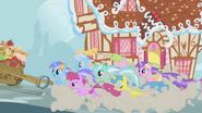 S01E03 Cherry Berry, Diamond Mint, Shoeshine, Daisy, Lyra, Lemon Hearts, i Amethyst Star w pogoni za Twilight