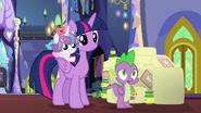 S07E03 Twilight, Spike i Flurry