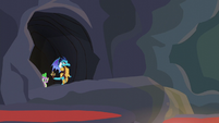 Ember and Spike enter the next chamber S6E5