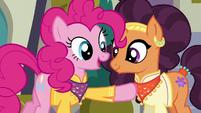 Pinkie pointing to Saffron Masala's heart S6E12