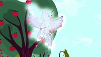 Princess Luna appears in Applejack's dream S5E13