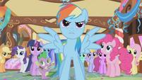 Rainbow Dash defends her friends S1E05