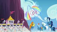 S07E07 Fajerwerki przypominające Rainbow Dash