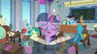 Twilight singing overtop Rainbow's lesson S8E1