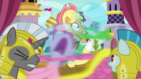 Pinkie flies past Apple Chord's stage S9E4