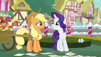Rarity encouraging Applejack to be a judge S7E9