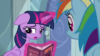 Twilight Sparkle apologizes to Rainbow S6E13