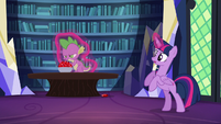 Twilight about to levitate Spike S5E22