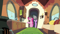 Twilight and Pinkie at the door S2E24