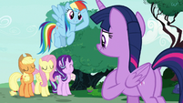 Twilight and friends ready to support Rarity S7E19