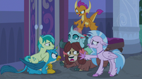Young Six murmuring in anger S8E25