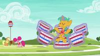Applejack and Pinkie watch Snails meditate S6E18