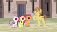 Feather Bangs and Crusaders laughing together S7E8
