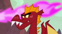 Garble looking at the dragon eggs S9E9