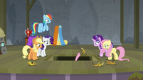 Main ponies salvaging the sun prop S8E7