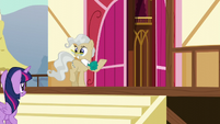 Mayor Mare with jittery hooves S5E19